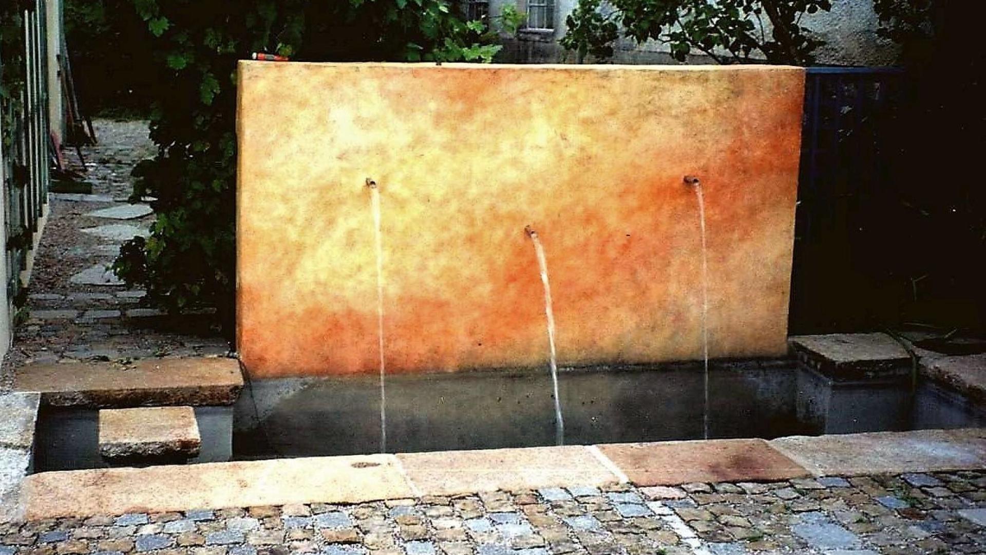Wasser Brunnen Large
